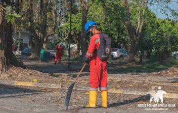 Alcaldía de Leticia hace limpieza a sus parques para evitar la propagación del COVID-19