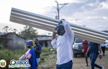 Alcalde de Quibdó entrego ayudas humanitarias a las familias más afectadas por el vendaval