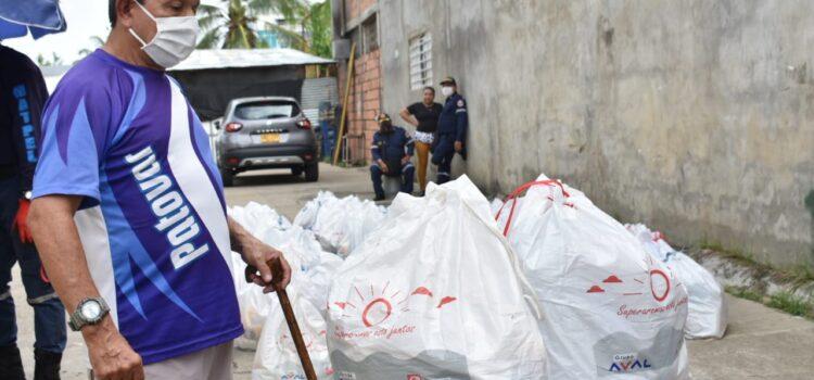 Por la pandemia y para evitar aglomeraciones se decidió cambiar en Arauca las comidas calientes a kits alimentarios