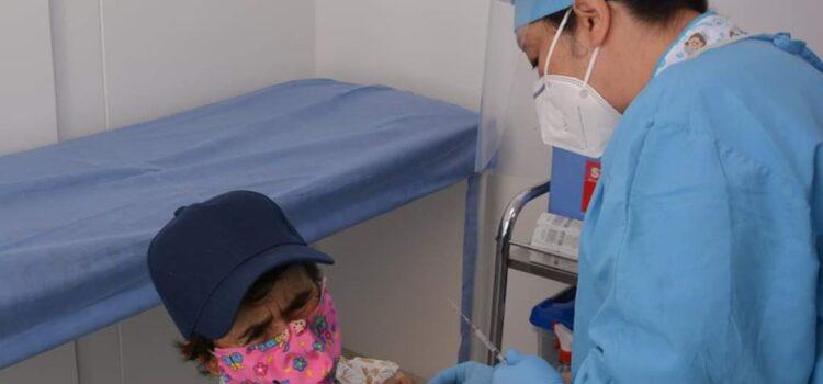 90% de la población mayor de 80 años ya recibió la vacuna contra COVID-19 en Tunja