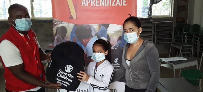 Alcaldía de Cali y ONG entregan kits escolares