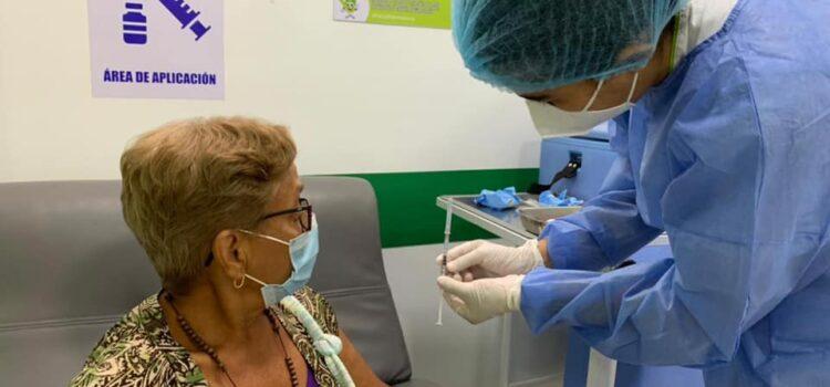 Mayores de 70 años podrán asistir sin cita previa a 78 puntos de vacunación en Medellín