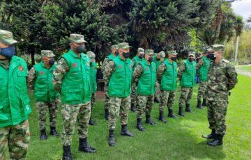 Soldados viveristas son capacitados por funcionarios del Jardín Botánico de Bogotá en la recuperación del medio ambiente
