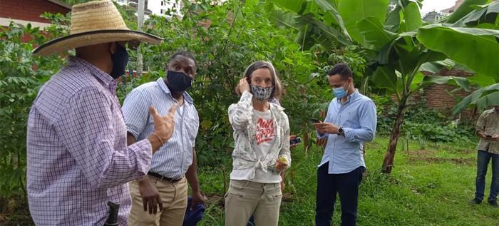 La Alcaldía de Cali realiza taller de agricultura orgánica en la comuna 3