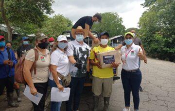 Alcalde de Arauca, sigue entregando ayudas a afectados por el invierno
