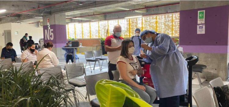 Medellín habilita un nuevo punto masivo de vacunación contra covid-19 en el centro comercial El Tesoro