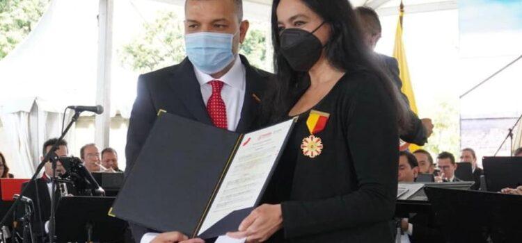 Directora Ejecutiva de Asocapitales, Luz María Zapata recibe Orden Cruz de los Fundadores