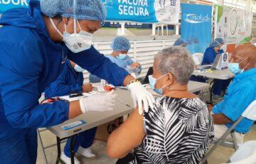 Con vacunas de Moderna, se vuelve a aplicar primeras dosis contra el COVID-19 en Santa Marta