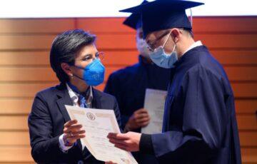 Jóvenes vinculados al Sistema de Responsabilidad Penal en Bogotá, se gradúan de bachilleres